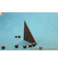 Пирамида неправильной формы неполированная большая
