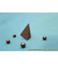 Пирамида неправильной формы неполированная маленькая