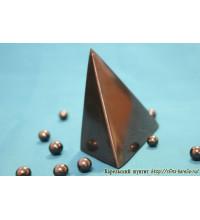 Пирамида неправильной формы полированная большая
